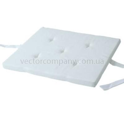 Белая подушка на стул